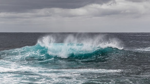 Earth's Mysterious Hum Has Been Recorded On the Ocean Floor For The First Time