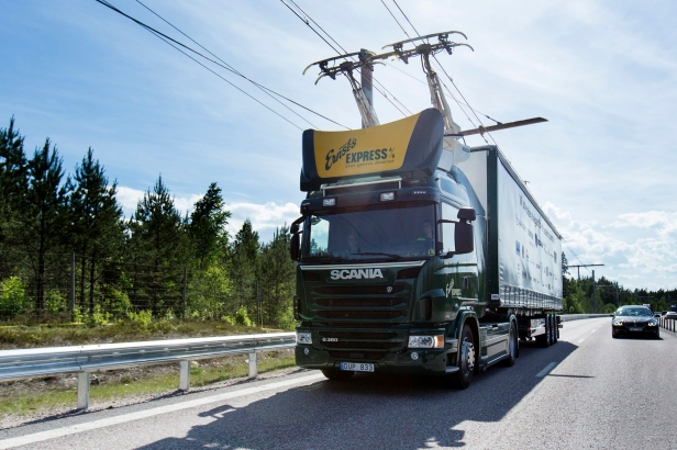 Pantograph-Equipped Trucks On Electric Highway